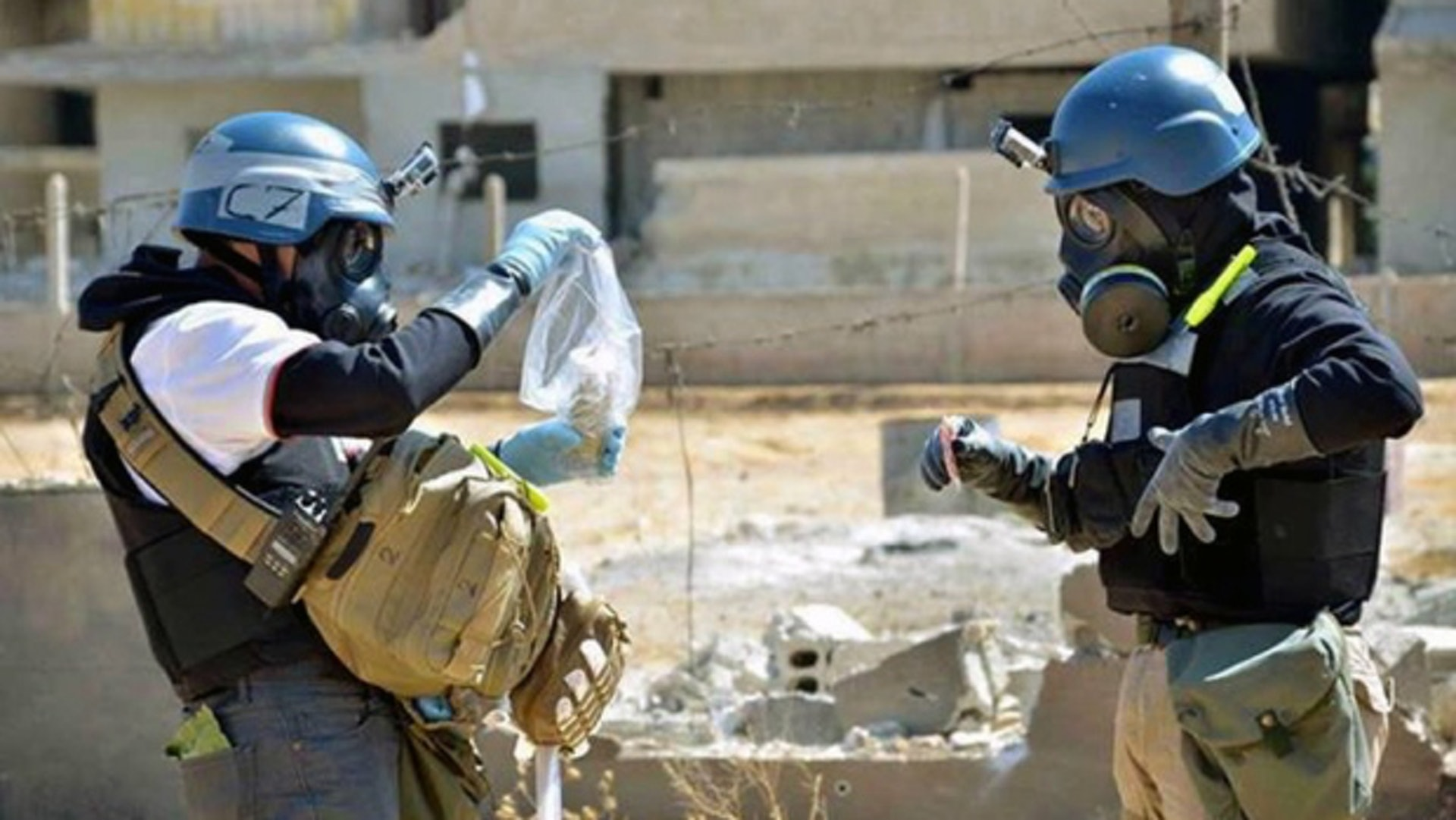 An international team checks the use of toxic gases in Hama in 2017 / Associated Press