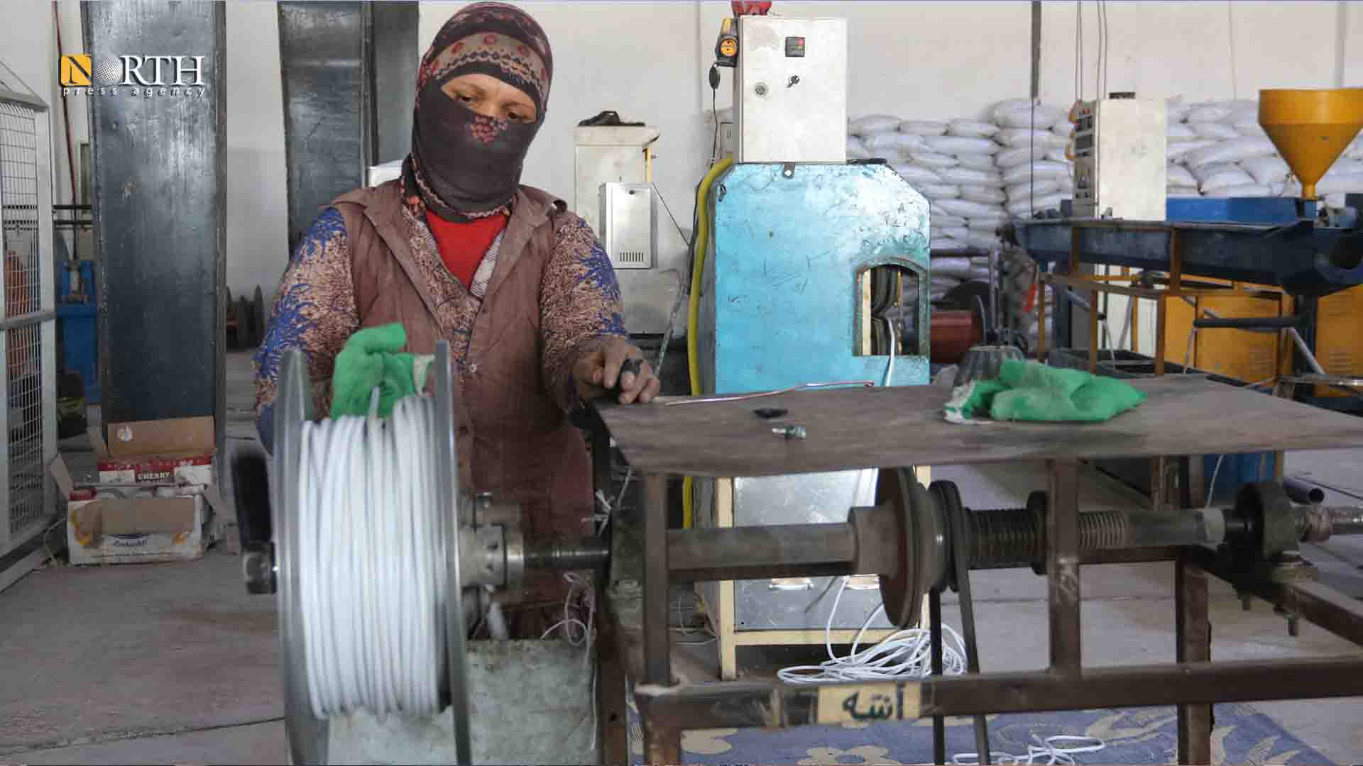 Derik, a worker of the electrical cables' factory. (Photo: North Press)