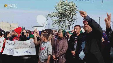 Photo of Syria's Afrin IDPs protest against Russians demanding break of economic blockade