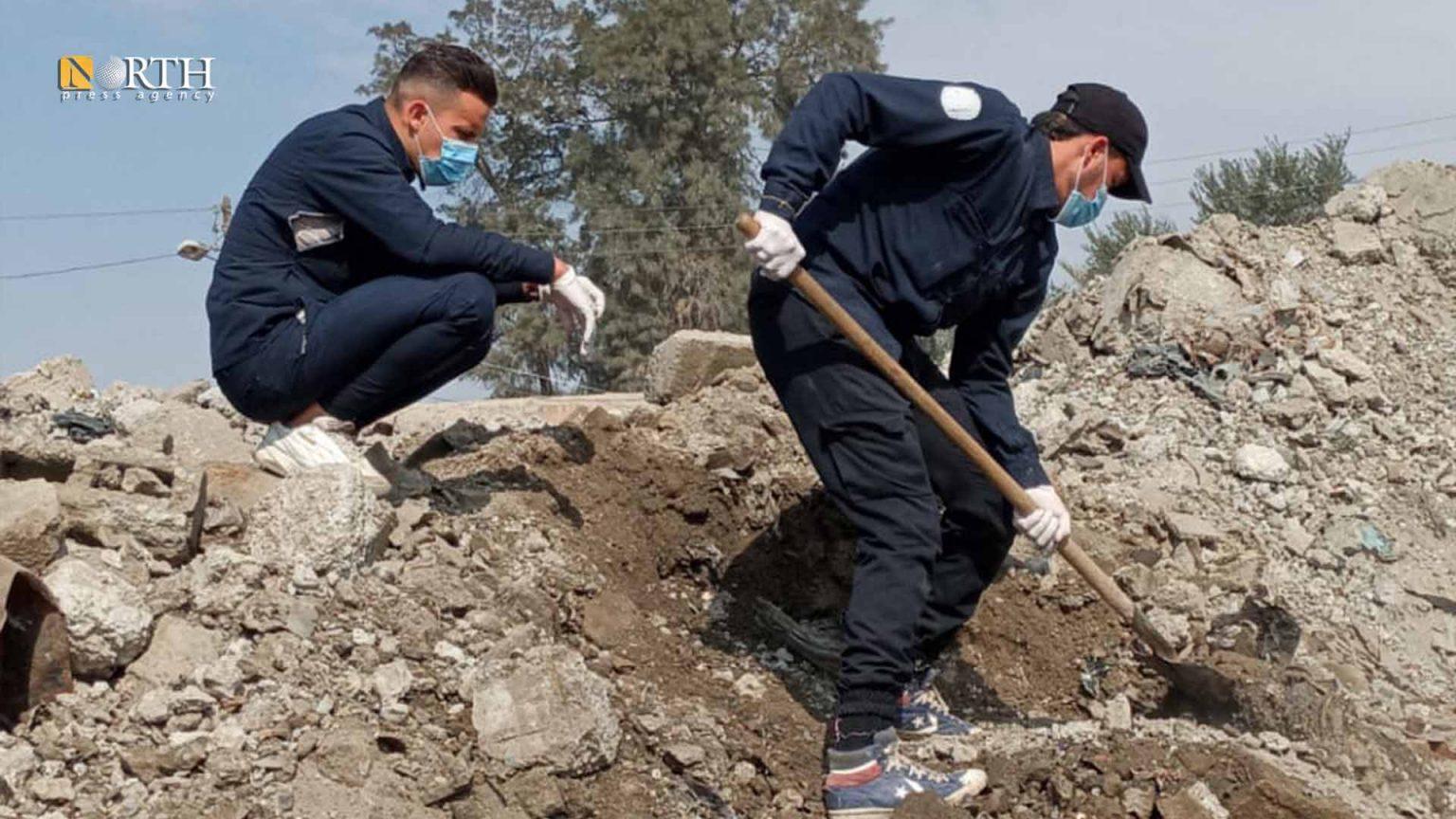 The Initial Response Team retrieves an unidentified body in Raqqa