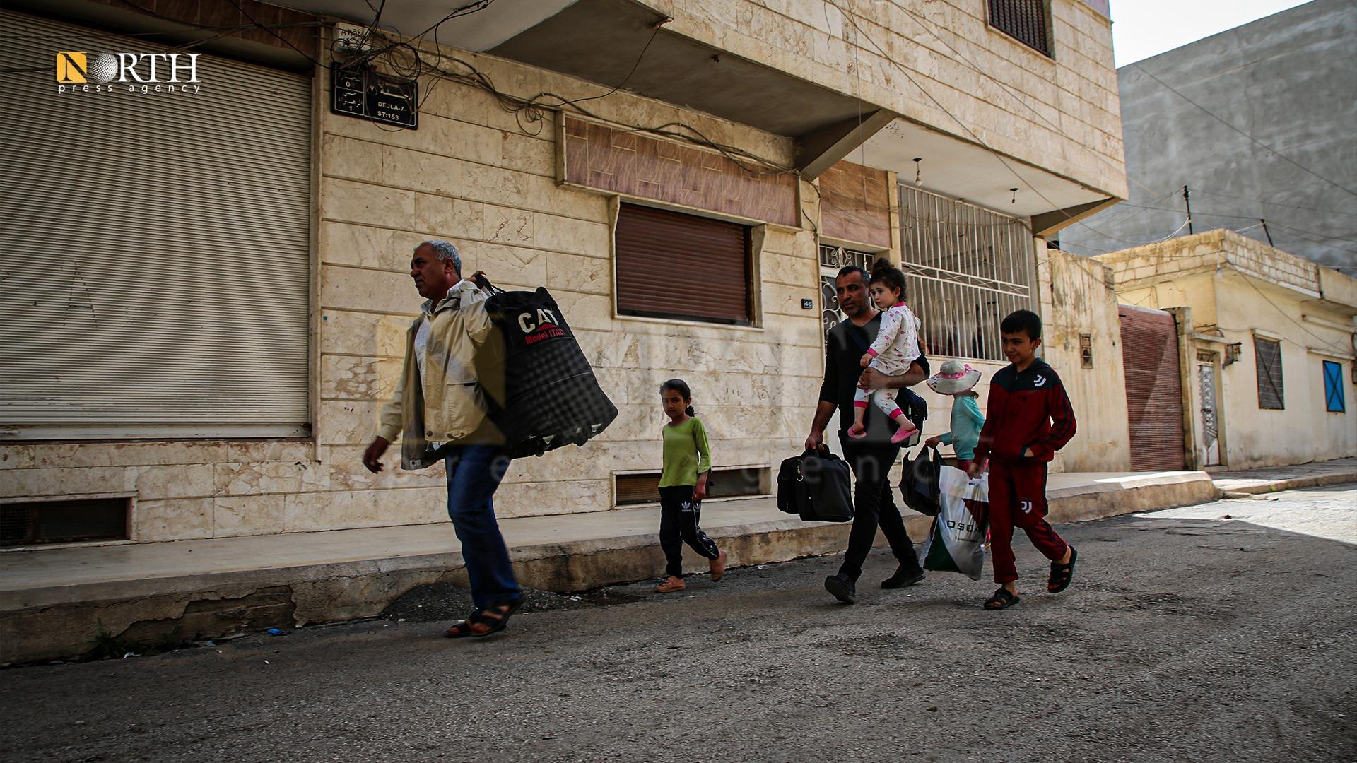 Civilians leaving al-Tai neighborhood towards Asayish-controlled areas in Qamishli – North Press