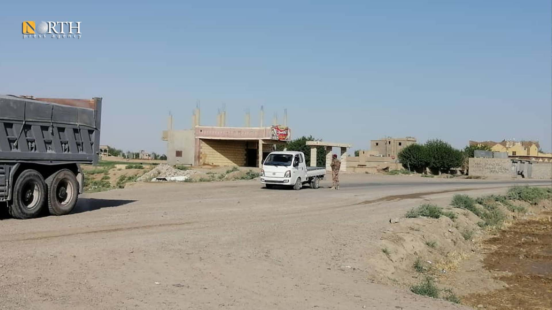 A checkpoint of the SDF at the entrance of the al-Bahra town in the eastern countryside of Deir ez-Zor-North Press