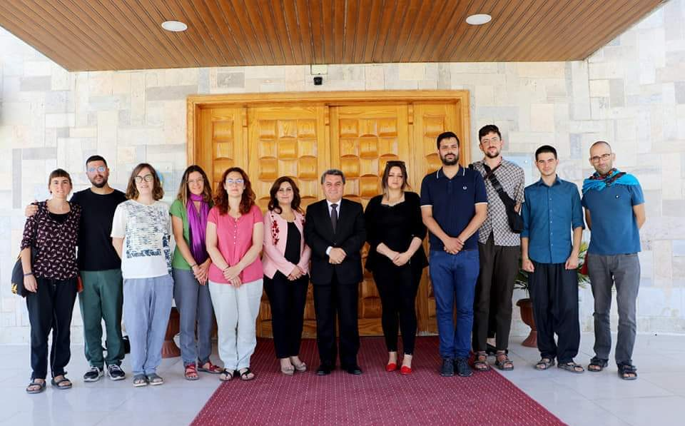 The Department of Foreign Relations receives a Catalan delegation in the building of the Directorate in Qamishli.