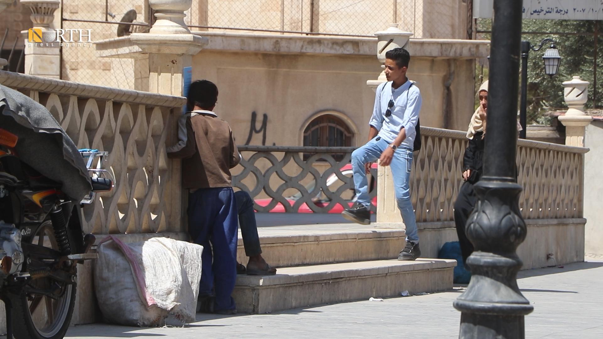 Children beggars standing in a street in Marsho neighborhood in Hasakah city - North-Press