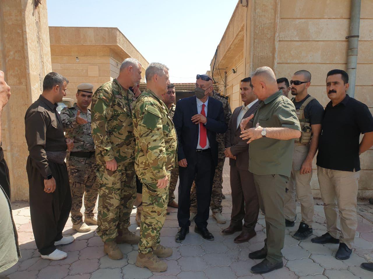 Hungarian delegation with Peshmerga leaders